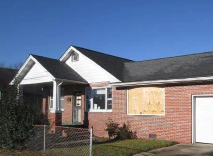 2br nice fixer upper for sale in hampton virginia for Fixer upper houses for sale near me