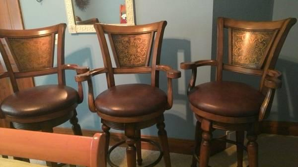 3 Bar Stools For Sale In Rhinelander Wisconsin