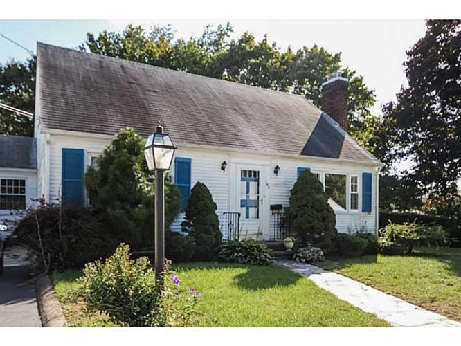 3 Bed 1 Bath House 142 Chestnut Ave For Sale In Cranston