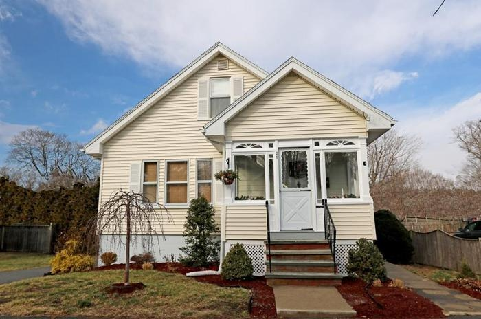 3 Bed 1 Bath House 25 WOLFE ST