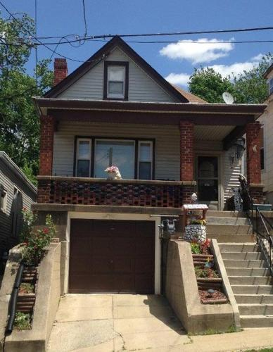 3 Bed 1 Bath House 941 THORNTON ST