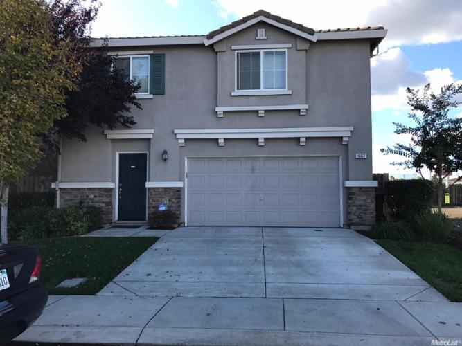 3 Bed 2 Bath House 1667 SILVERSHIRE DR
