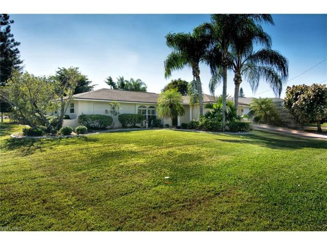 3 bed 2 bath house 1710 se 10th st for sale in cape coral for Bath house florida
