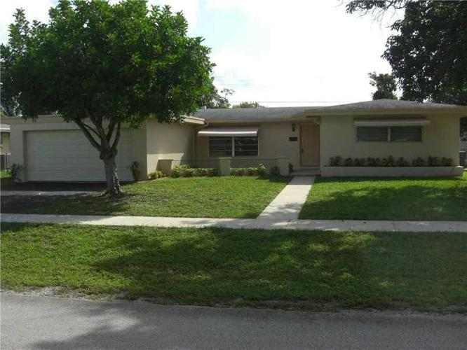 3 Bed 2 Bath House 610 SW 38TH TER