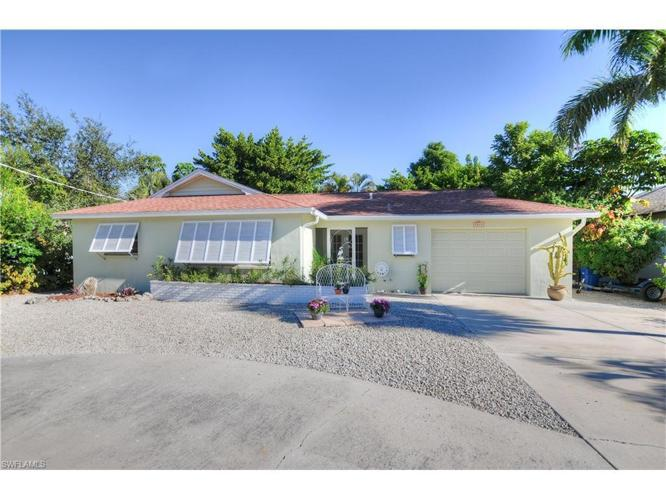 3 Bed 2 Bath House 7845 Estero Blvd For Sale In Fort Myers