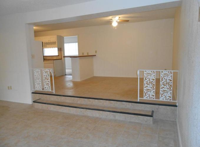 Remarkable 3 Bedroom 2 Bath All Bills Paid Home Interior And Landscaping Palasignezvosmurscom