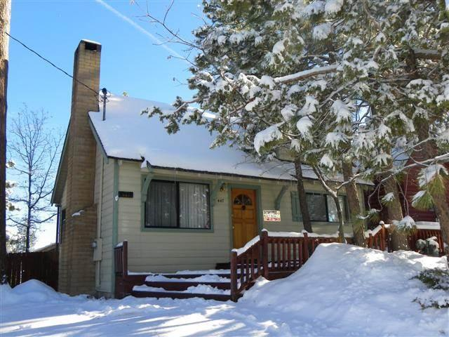 3 bedroom 2 bath cabin walk to village and snow play for for Big bear village cabins