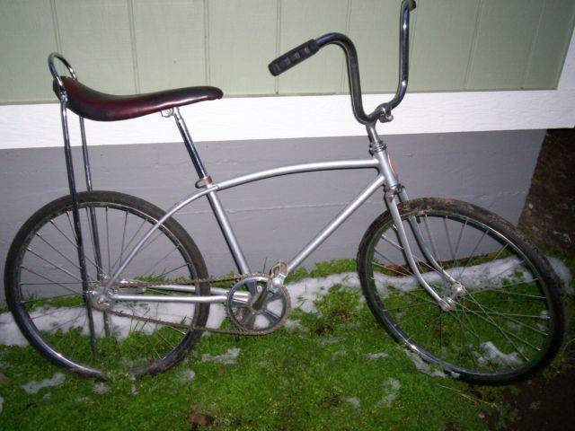 3 Classic Schwinn Sting-Ray bikesXtras - $550