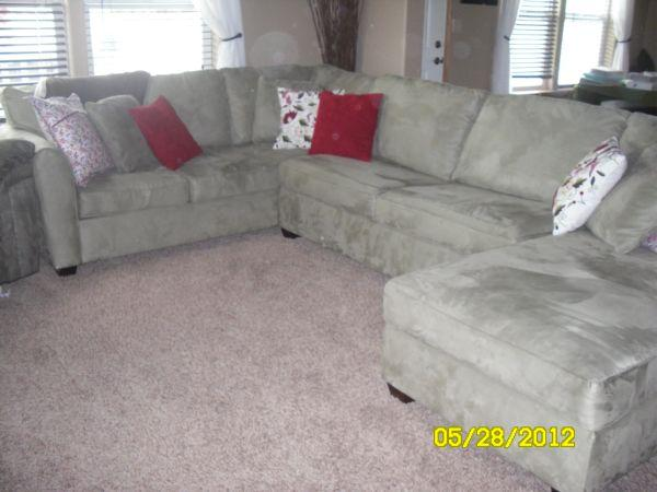 3 Piece Microfiber Sectional Sofa W/pull Out Bed