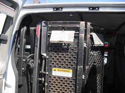 braun wheelchair lift model la complete fits van  offer  sale  minneapolis