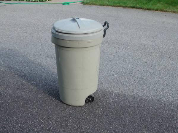 32 Gallon Wheeled Trash Can With Locking Lid For Sale In Mansfield