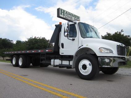 $37,500 2004 Freightliner 28 Rollback Truck