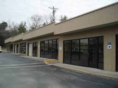 400ft 178 Retail And Company Plaza Room For Lease For