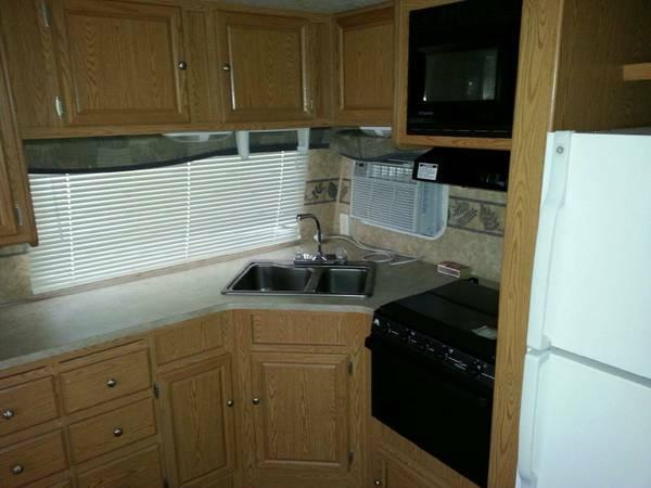 39 Nomad Skyline Travel Trailer - $16500
