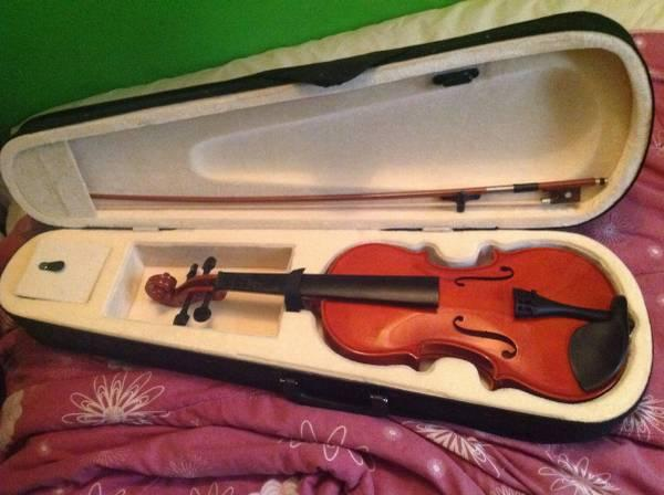 4/4 Student Violin w/ Bow, Case, and Rosin. No strings.