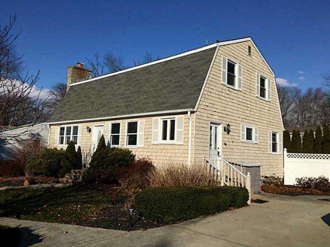 4 bed 2 bath house 3 old pine rd for sale in narragansett for Rhode island bath house