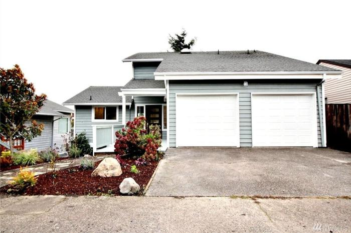 4 Bed 2 Bath House 5022 41ST AVE SW