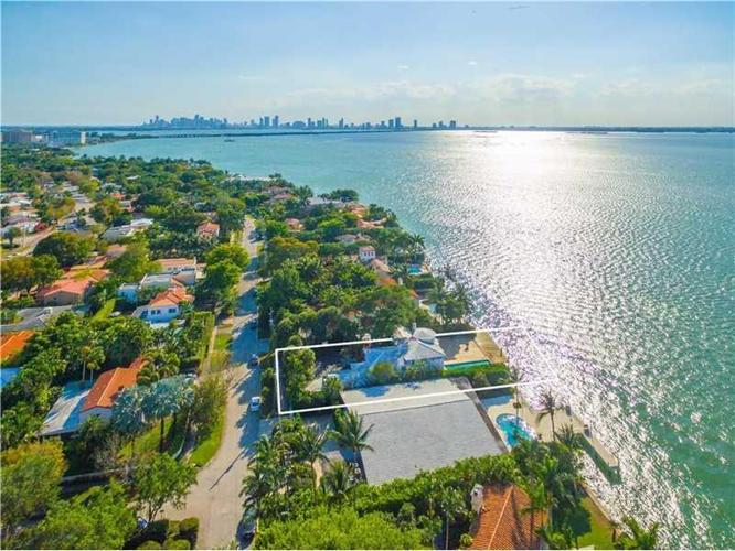 4 bed 5 bath house 4774 n bay rd for sale in miami beach for Bath house florida