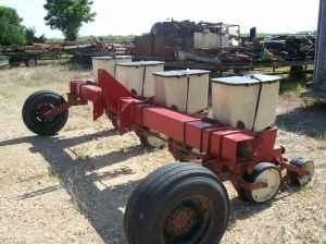 4 Row Case IH 900 Planter - $1500 (Batesville, MS)