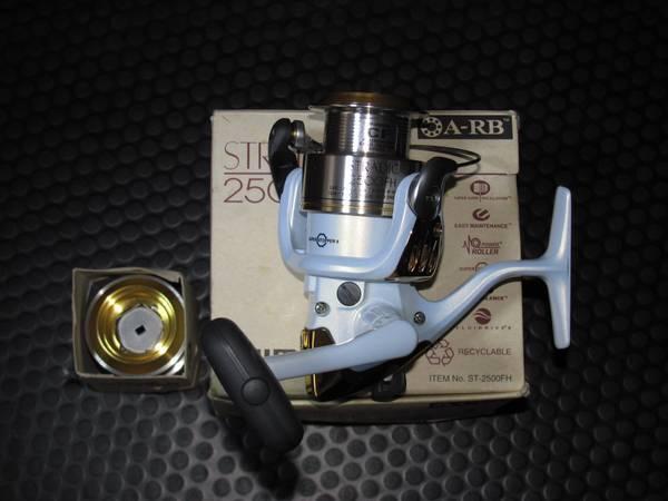 4 Shimano Stradic Spinning Reels