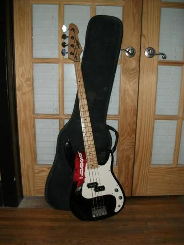 4 string peavey bass guitar for sale in plymouth minnesota classified. Black Bedroom Furniture Sets. Home Design Ideas