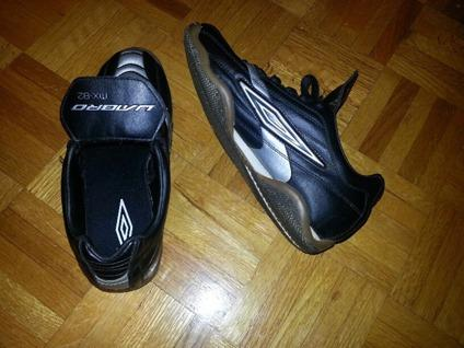 $40 Umbro Indoor Soccer cleats- Boys Size 6