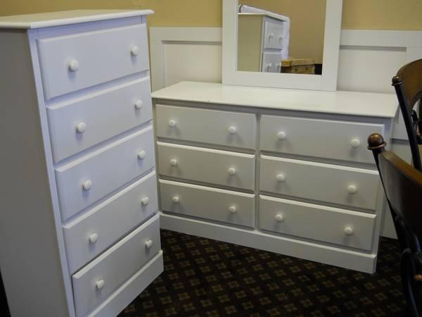 4pc White Full Sz Bedroom Set - for Sale in Pensacola, Alabama Classified : AmericanListed.com