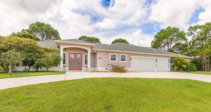 5 Bed 4 Bath House 4385 HORSE SHOE BND