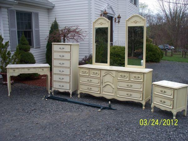 5 PC FRENCH STYLE BEDROOM FURNITURE POCONOS PA For