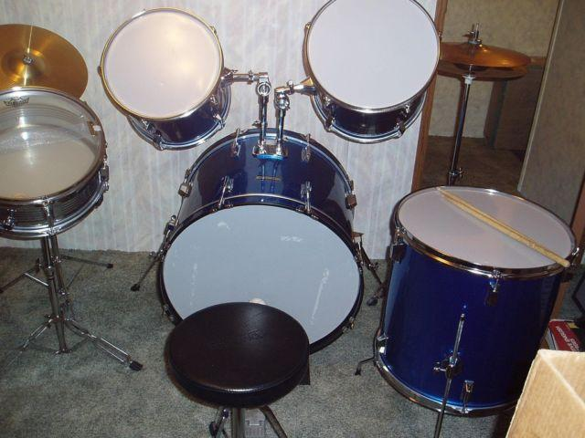 5 piece blue enforcer drum set with accessories for sale in fort wayne indiana classified. Black Bedroom Furniture Sets. Home Design Ideas