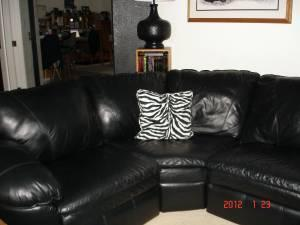 5 Piece Leather Sectional,4 Recliners.   $2000