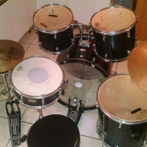 5-piece Pearl Drumset W/cymbals and Hardware
