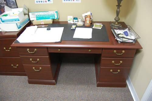 Merveilleux 5 Very Nice Wooden Desks/ Cabinets NIcholasville