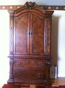 Ashley Armoire Cherry Wood Great Condition For Sale In Hershey
