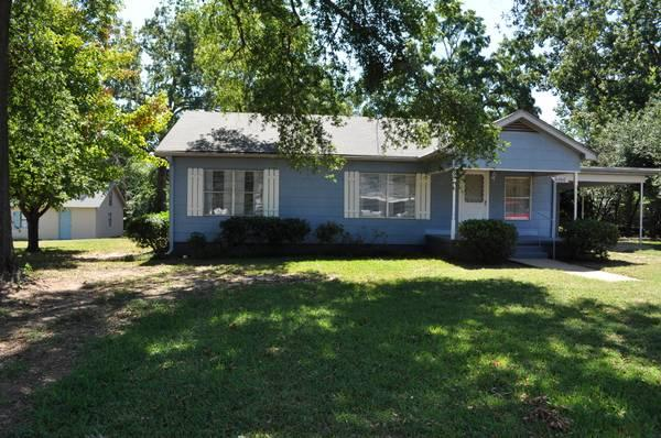 3br Nice Move In Ready Home On Large Corner Lot For