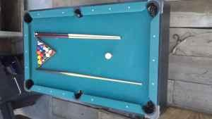 Attrayant 6 Foot Slate Pool Table Great Condition! !!   $200