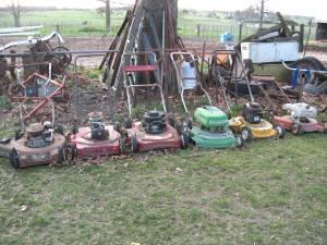 6 NON RUNNING LAWN MOWERS FOR REPAIR OR SCRAP - $15