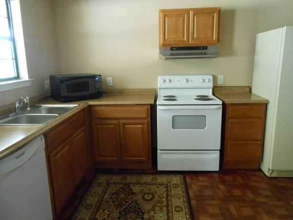 - $600 / 1br - 900ft² - LARGE 1 BDR APT. FOR RENT WITH