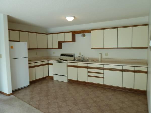 $600 / 2br   800ft²   Oakwood Apartments