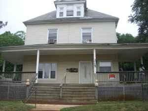 available 1 bedroom den apartment liberty heights ave baltimore