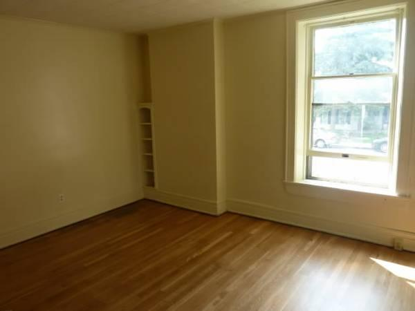- $625 / 2br - Renovated 2 Bedroom - Quiet Neighborhood