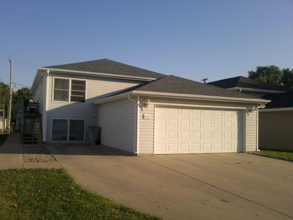 2br newer 2 bedroom apt with 2 stall garage between campus lincoln