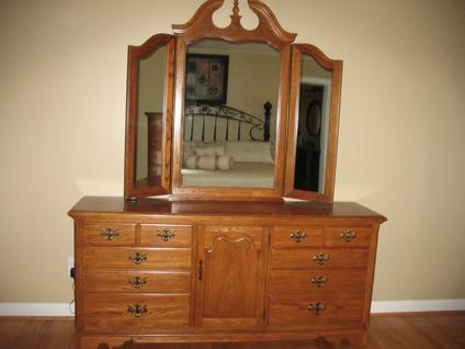 Obo Thomasville Oak Bedroom Set For Sale In Cary North Carolina Classified