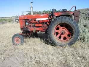 656 International tractor - $5000 (sw Id.)