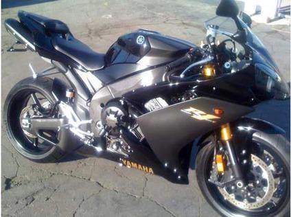 $7,000 OBO, 2008 Yamaha R1 raven