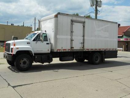 $7,500 2001 GMC C7500 24' Box Truck - Lift Gate - Cat