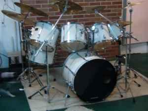 7 piece pearl export drum set irwin harrison city for sale in pittsburgh pennsylvania. Black Bedroom Furniture Sets. Home Design Ideas