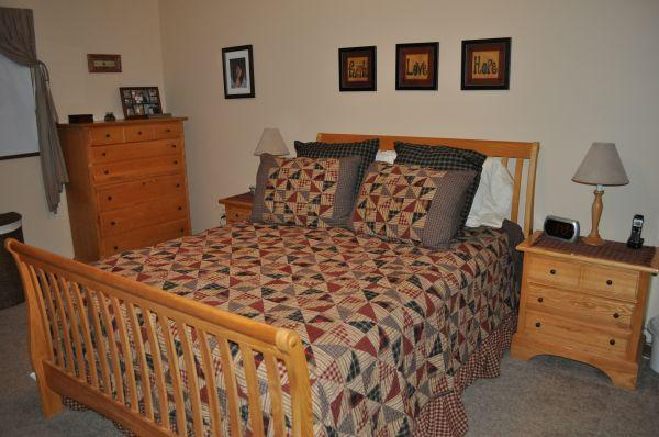 7 Piece Queen Bedroom Set Solid Wood   $1000 (Midland)