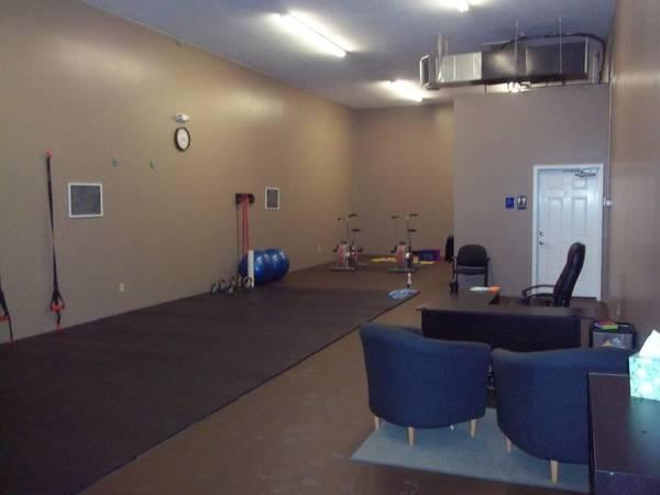 1300ft 178 1300 Sq Ft Warehouse Space For Sublease For