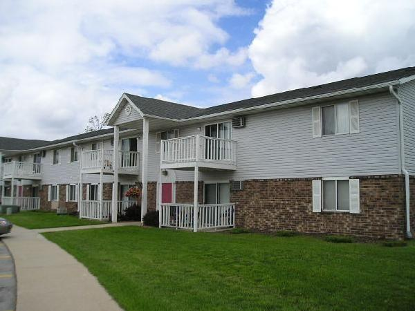 2br 1000ft Two Bedroom 1 5 Bath Apartment 35th And College Franklin Milwaukee For